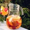 The Perfect vino blanco sangría con la fruta de verano (Receta)
